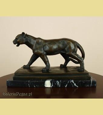 Puma z brązu na marmurowym cokole