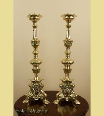 Para złotych kandelabrów