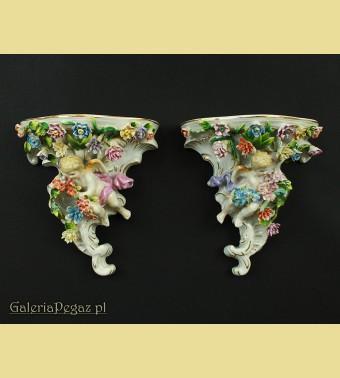 Porcelanowe półki z aniołami