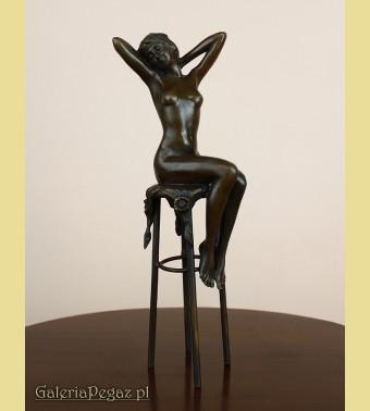Kobieta na krzesle - Akt